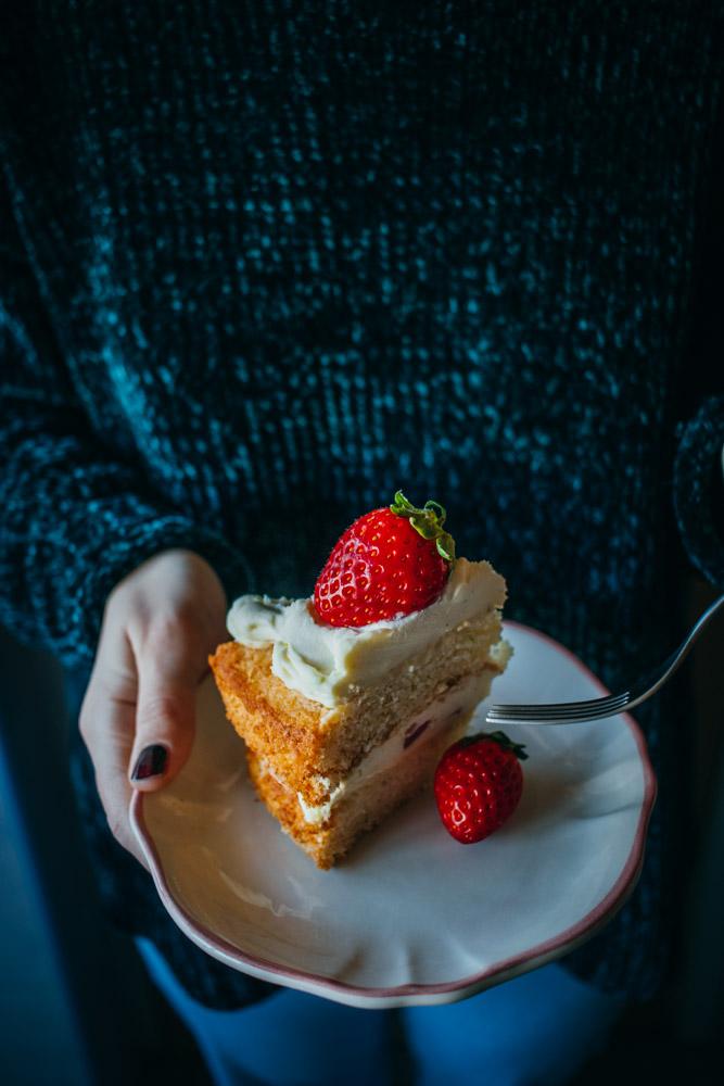 tort cu căpșuni